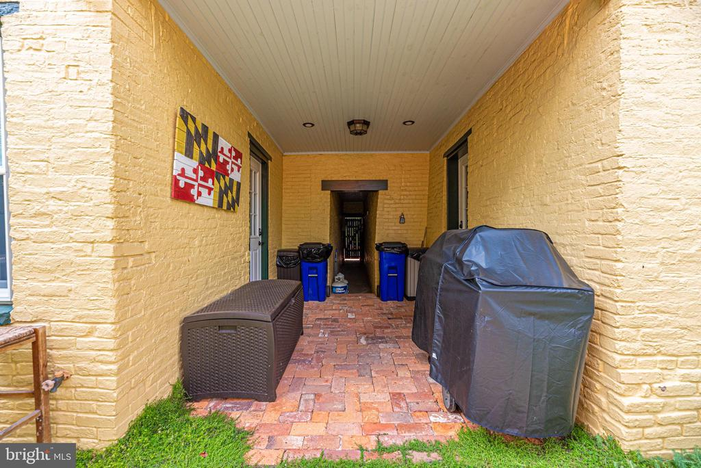 Connecting Alley Way - 24 S COURT, THRU 26 ST, FREDERICK