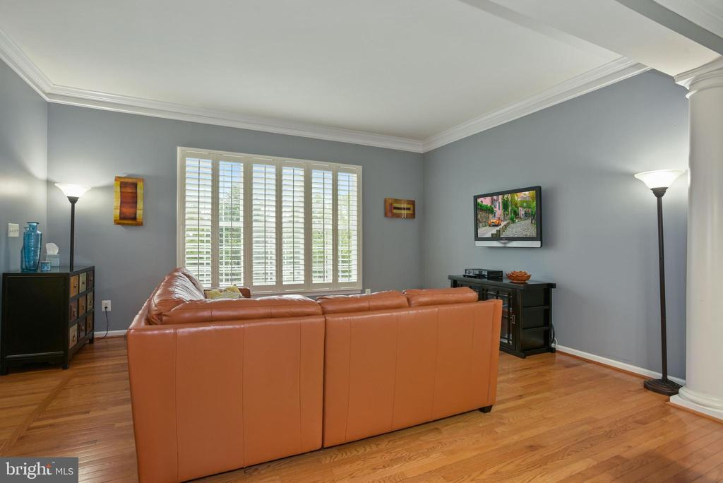 - 42951 SHELBOURNE SQ, CHANTILLY