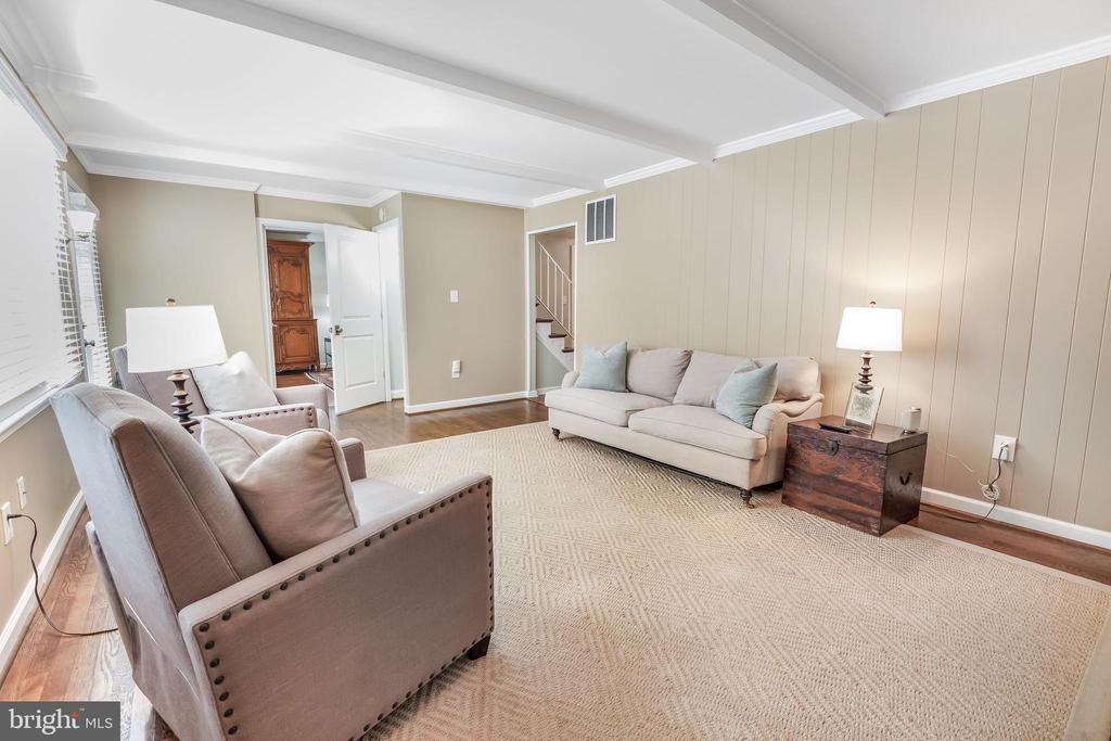 Easy flow in this home from all rooms on the main - 4711 BRIAR PATCH LN, FAIRFAX