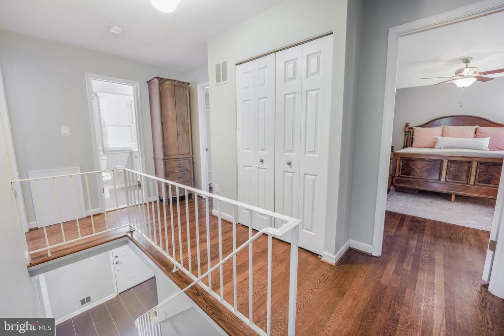 Lovely space upstairs - 4711 BRIAR PATCH LN, FAIRFAX