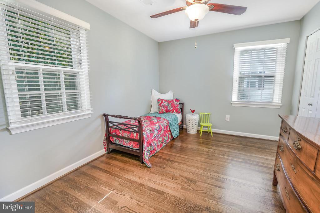 Four large bedrooms with ceiling fans - 4711 BRIAR PATCH LN, FAIRFAX