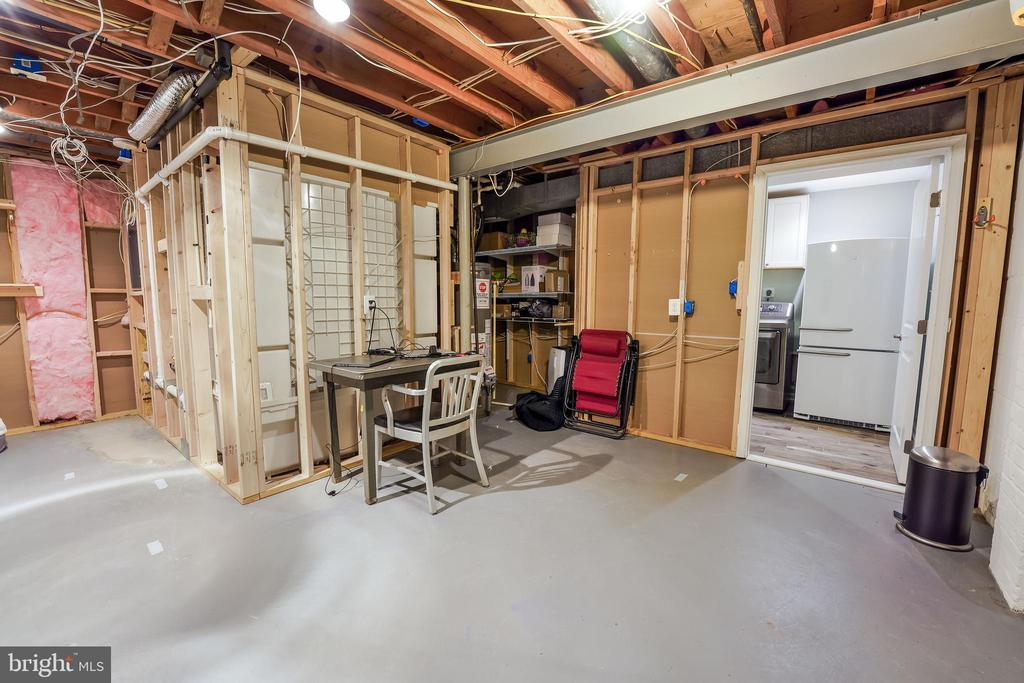 Heated storage space with outlets in place. - 4711 BRIAR PATCH LN, FAIRFAX