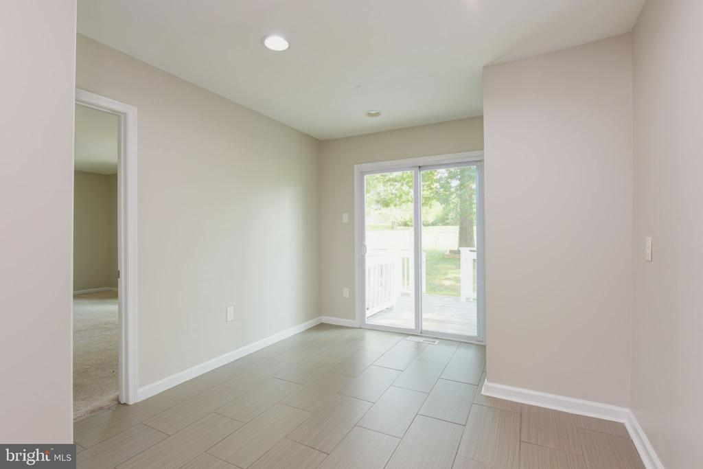 extra space and exit to backyard - 117 COLBURN DR, MANASSAS PARK