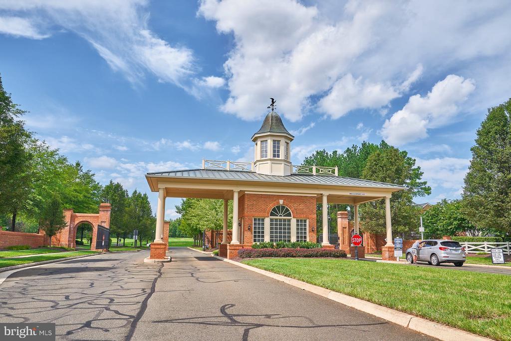 Gated Entrance - 15231 ROYAL CREST DR #104, HAYMARKET