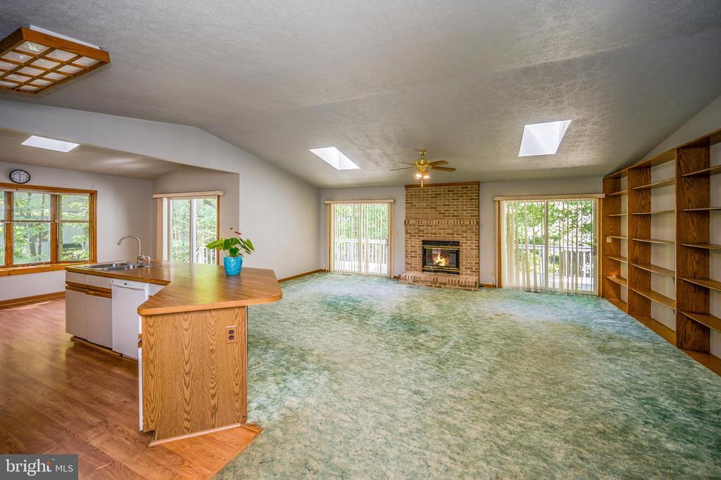 Great Room showing kitchen island - 222 YORKTOWN BLVD, LOCUST GROVE