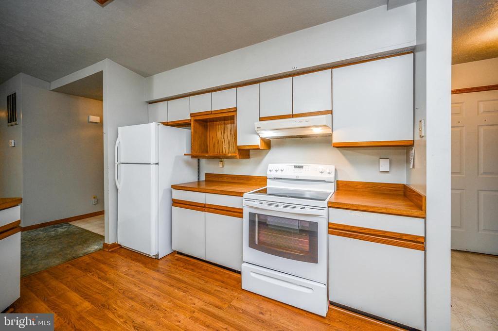 all appliance kitchen - 222 YORKTOWN BLVD, LOCUST GROVE