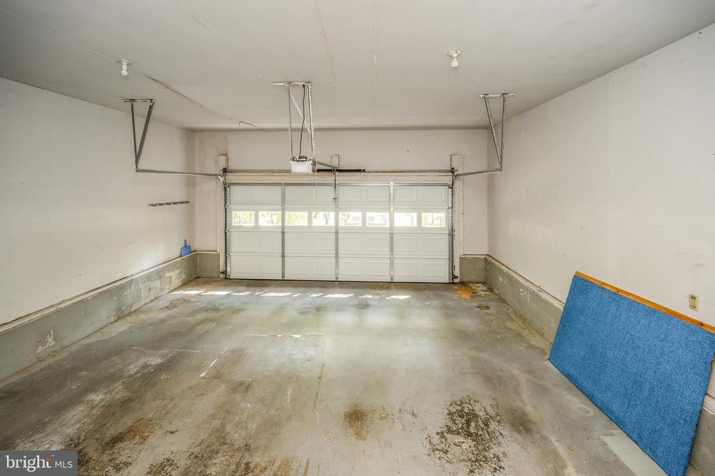 two vehicle garage parking - 222 YORKTOWN BLVD, LOCUST GROVE