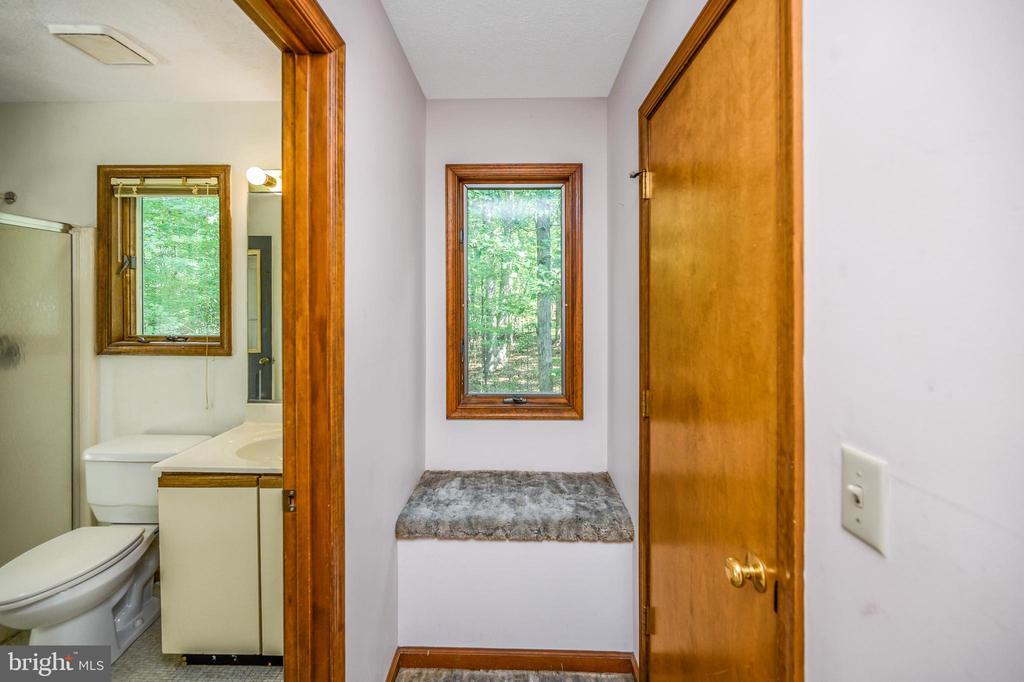 master bath entry foyer with seat & closet door - 222 YORKTOWN BLVD, LOCUST GROVE