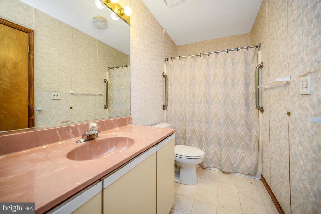 hall bath with solatube - 222 YORKTOWN BLVD, LOCUST GROVE