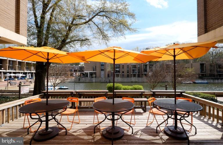 Lake Anne Brew Pub - 11400 WASHINGTON PLZ W #201, RESTON