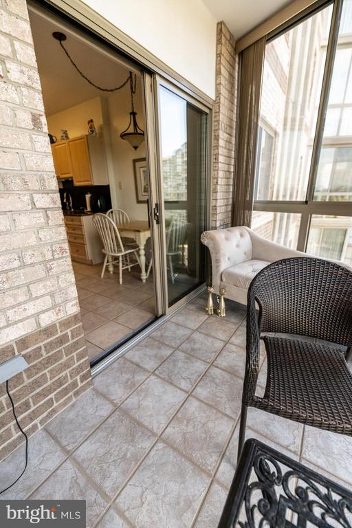 view from sun room into kitchen - 19375 CYPRESS RIDGE TER #711, LEESBURG