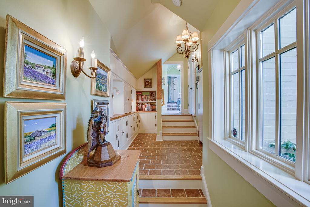 Terracotta tile adds warmth to this walkway - 1501 CAROLINE ST, FREDERICKSBURG