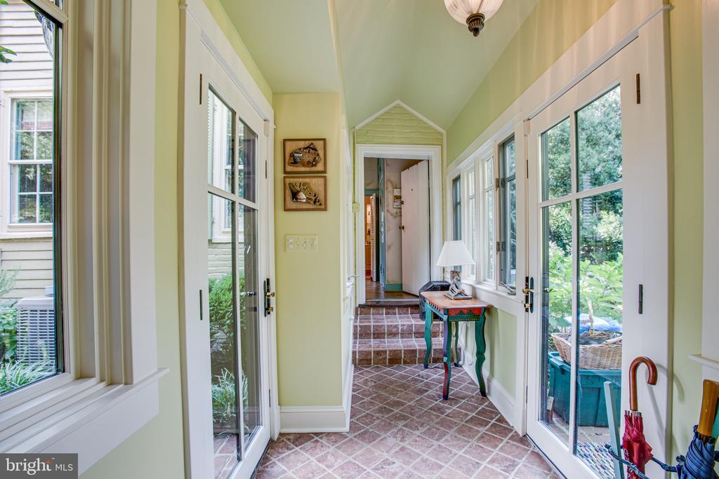 Hallway facing pantry - 1501 CAROLINE ST, FREDERICKSBURG