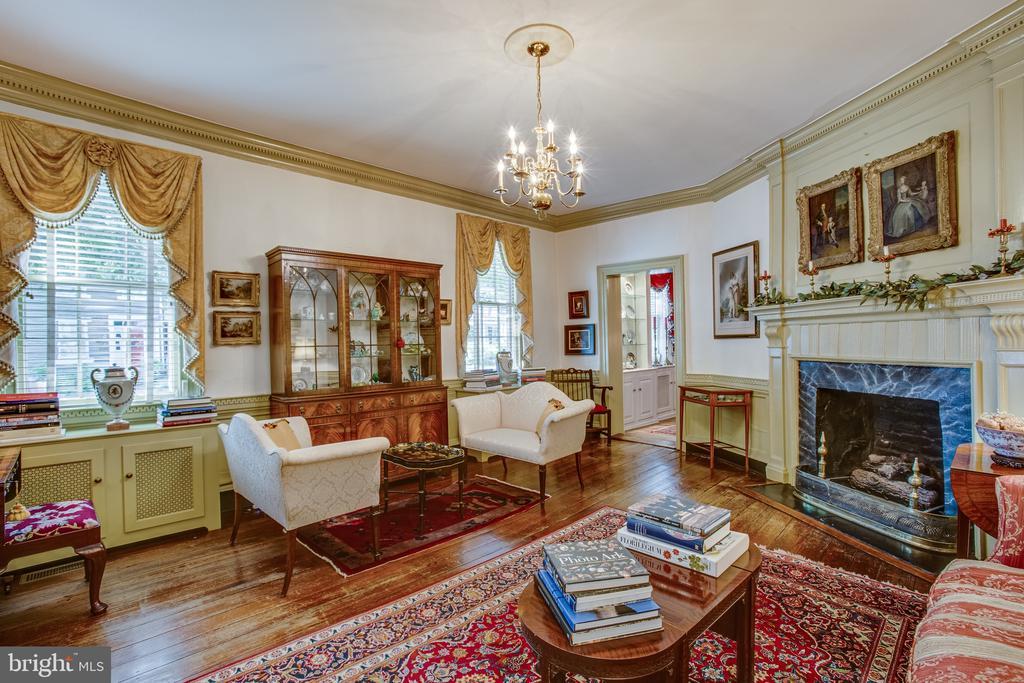 The formal living room invites visitors in - 1501 CAROLINE ST, FREDERICKSBURG