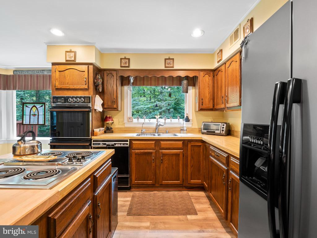 - 7209 COUNTRYWOOD CT, SPRINGFIELD