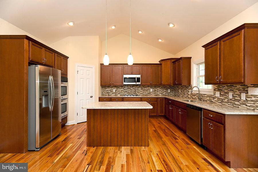 Kitchen.  Double Oven, gas cooktop - 107 HAROLD CT, WINCHESTER
