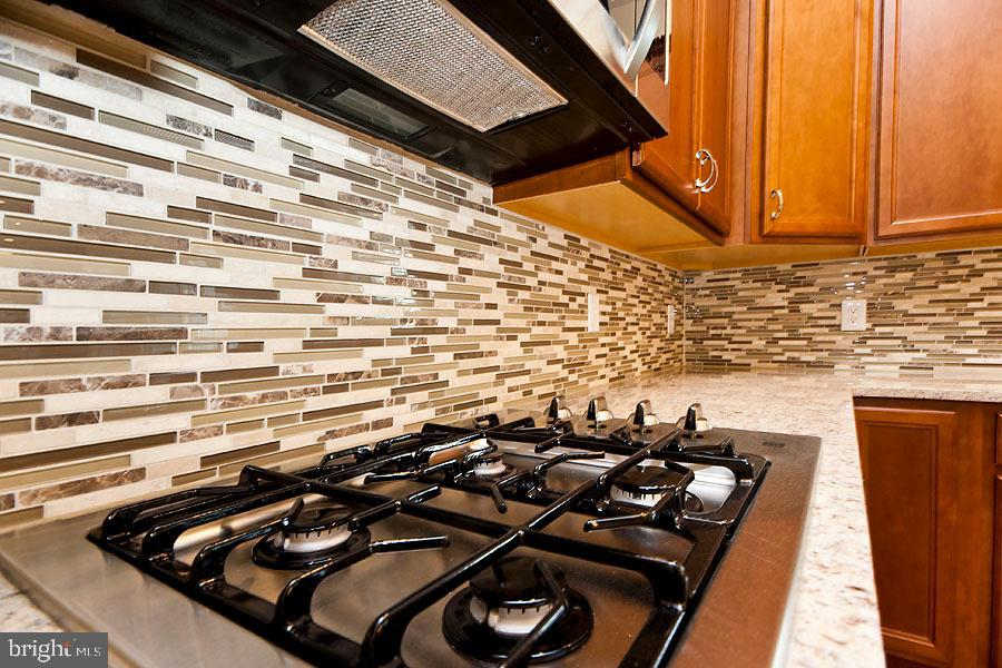 Gas cooktop - 107 HAROLD CT, WINCHESTER