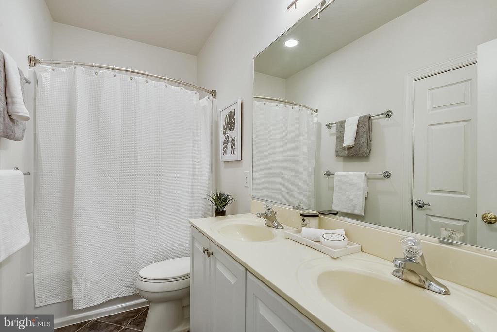 Full bath - 1326 N CLEVELAND ST, ARLINGTON
