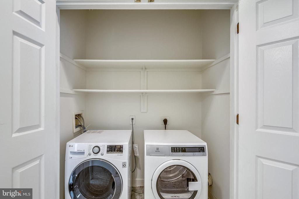 Laundry - 1326 N CLEVELAND ST, ARLINGTON