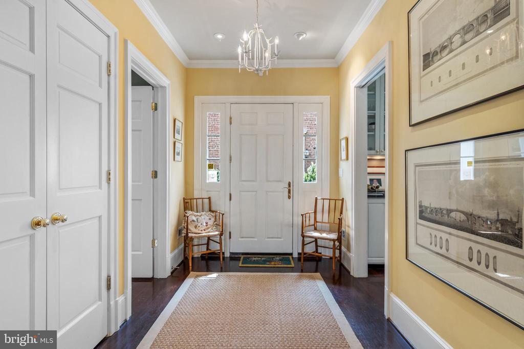 Entry Foyer - 1644 AVON PL NW, WASHINGTON