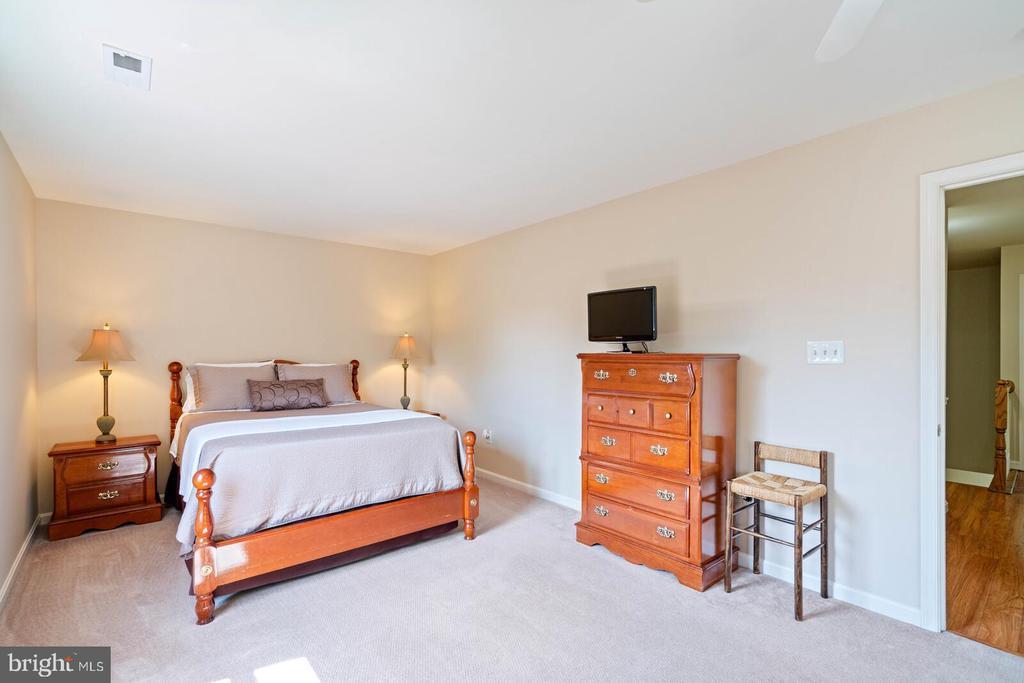 Master bedroom - 10 CANDLERIDGE CT, STAFFORD