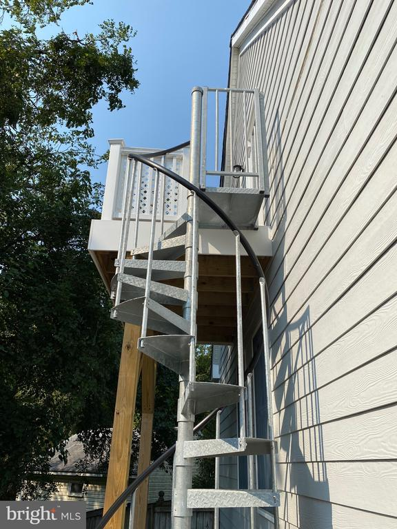 Private entrance to au pair/in-law suite - 2020 N ROOSEVELT ST, ARLINGTON