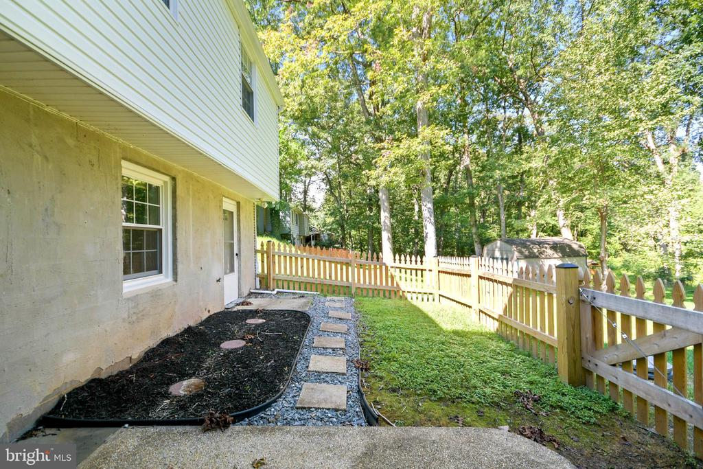 Fenced area off the 4th bedroom/ family room - 2036 FIRE TOWER LN, IJAMSVILLE