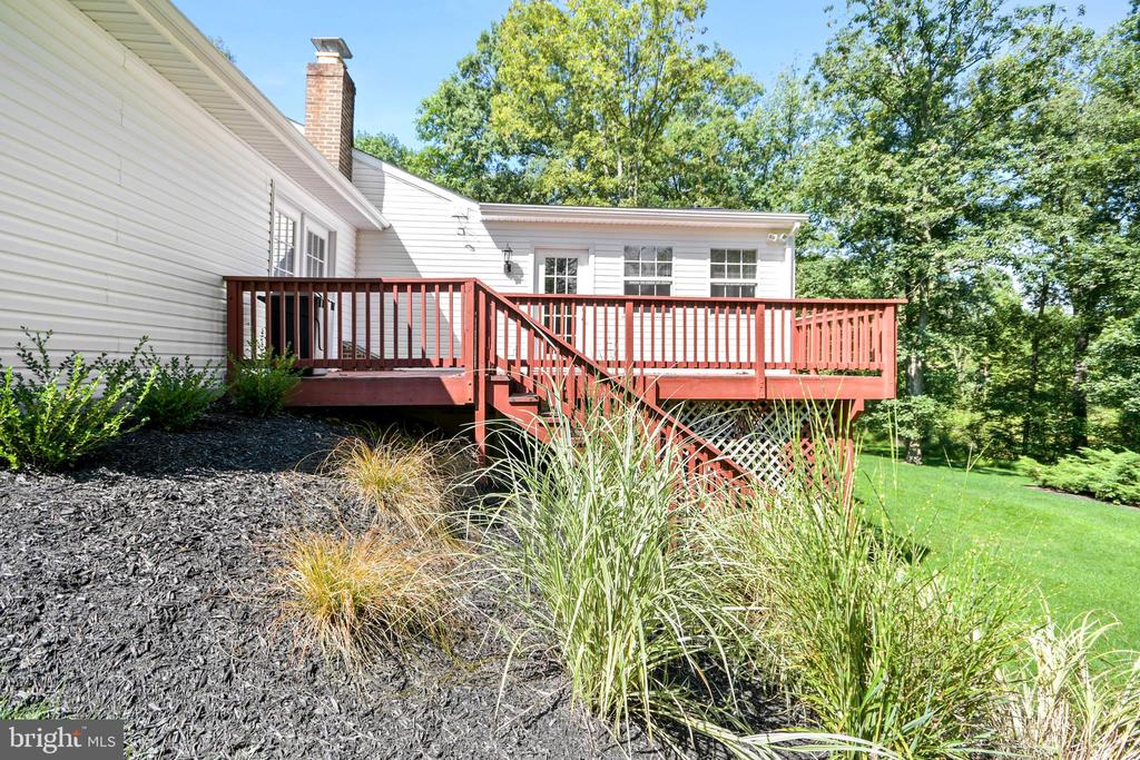 side deck off of the Florida room - 2036 FIRE TOWER LN, IJAMSVILLE
