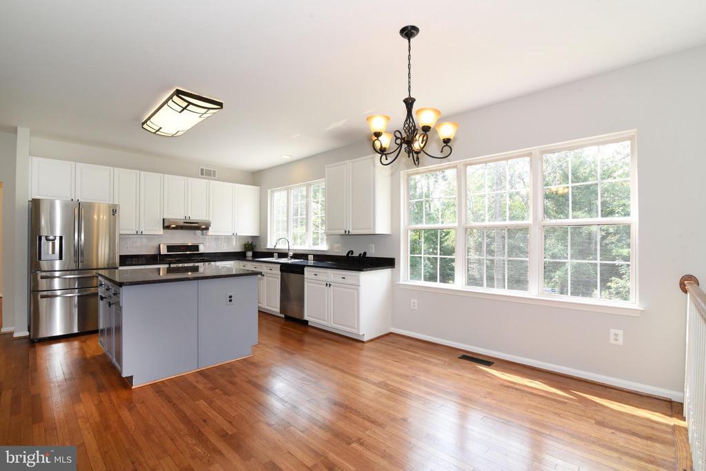 Hardwood floors, recently refinished - 43847 AMITY PL, ASHBURN