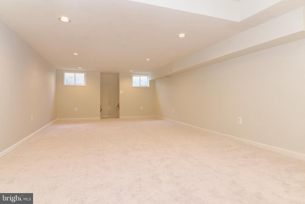 Perfect area for your media room! - 43847 AMITY PL, ASHBURN