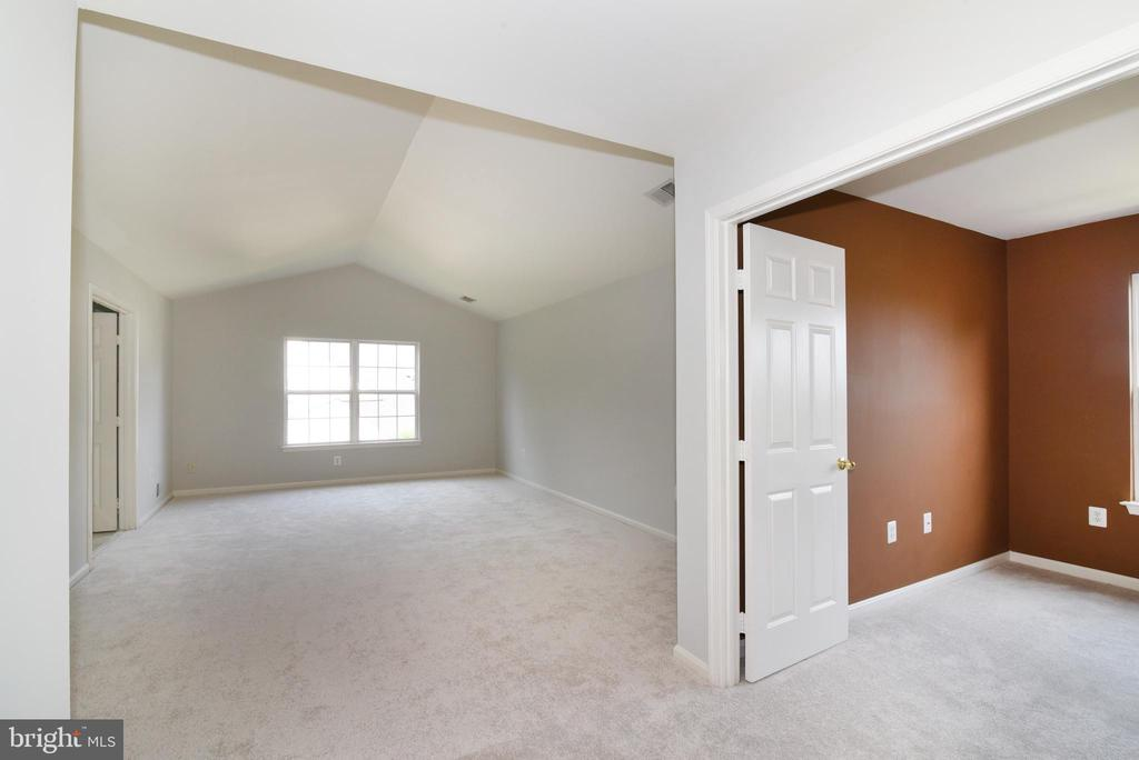 Primary Suite w sitting area - 43847 AMITY PL, ASHBURN