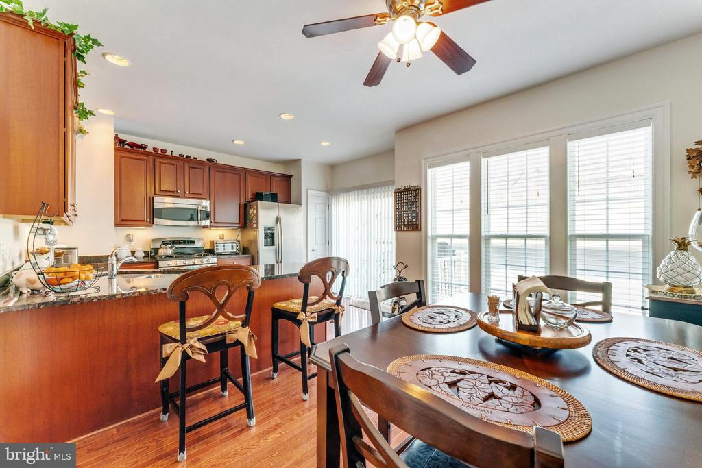 Plenty of  eating  space in  the kitchen area - 478 GLADE FERN TER SE, LEESBURG
