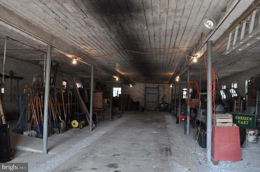 The dairy barn has many possibilities - 11690 FREDERICK RD, ELLICOTT CITY