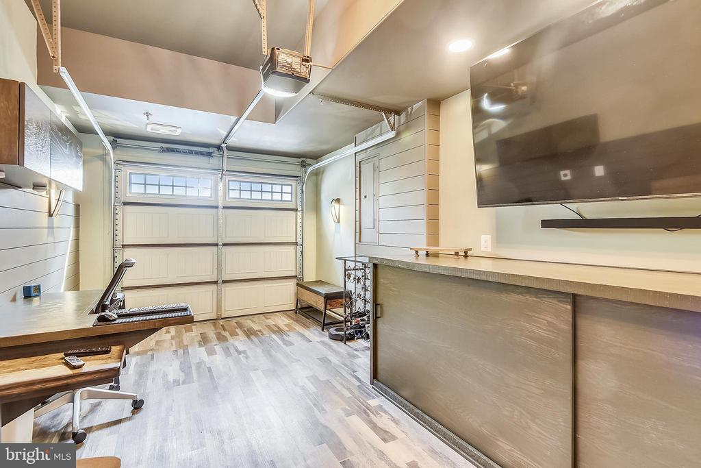 Buyer can convert back to garage if preferred - 45127 KINCORA DR, STERLING