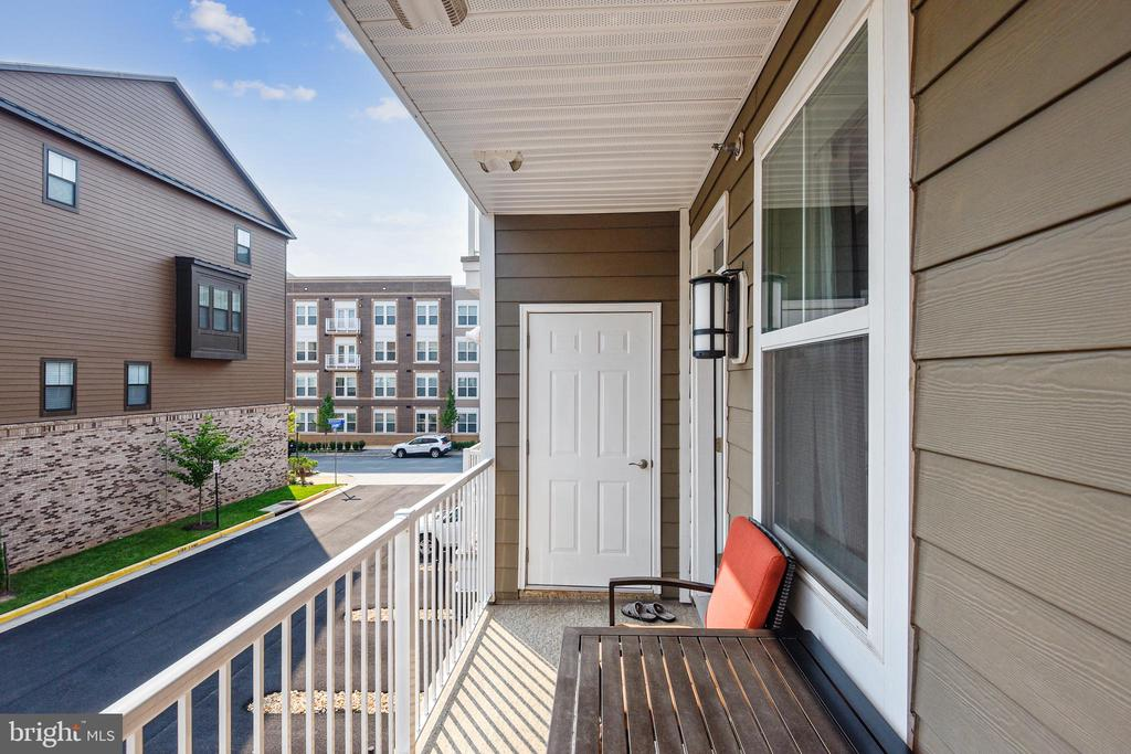 Balcony off master bedroom - 45127 KINCORA DR, STERLING