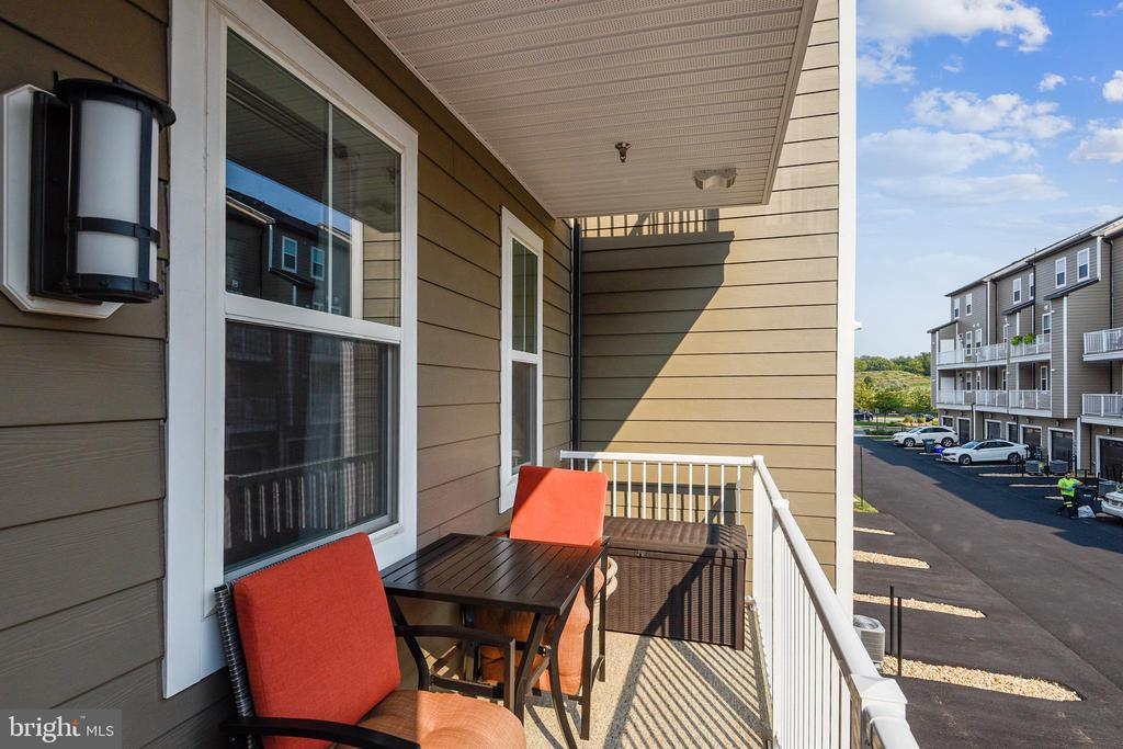 Balcony off MBR for that romantic moonlight drink - 45127 KINCORA DR, STERLING