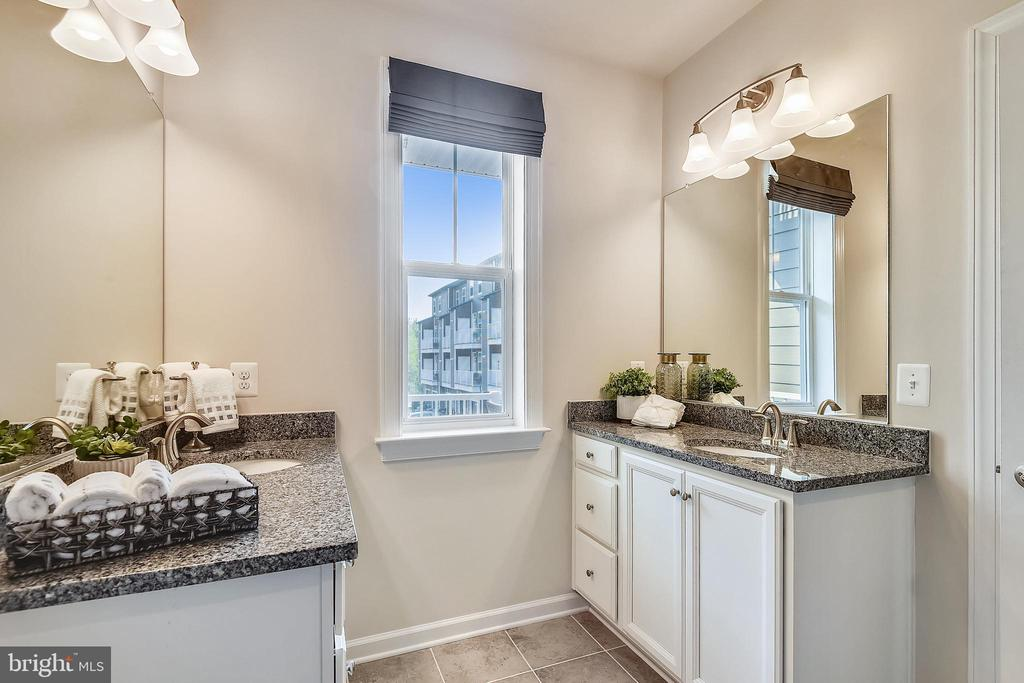 Master bedroom with double vanity - 45127 KINCORA DR, STERLING