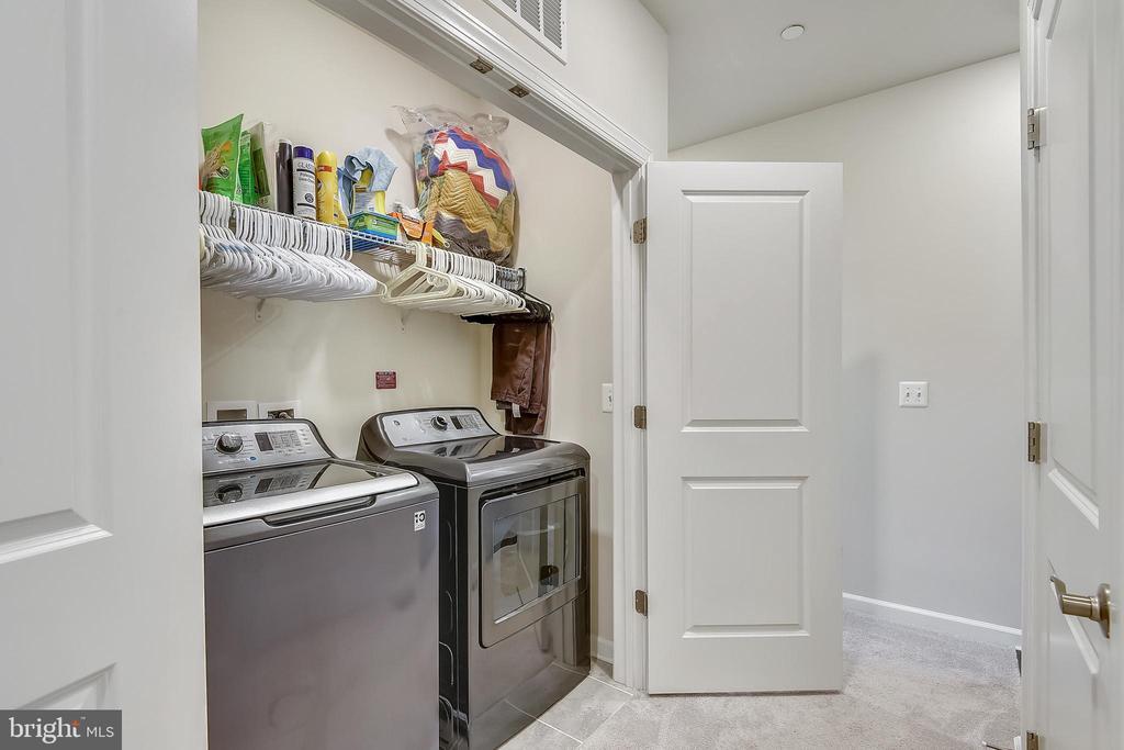 Bedroom level washer/dryer - conveys - 45127 KINCORA DR, STERLING