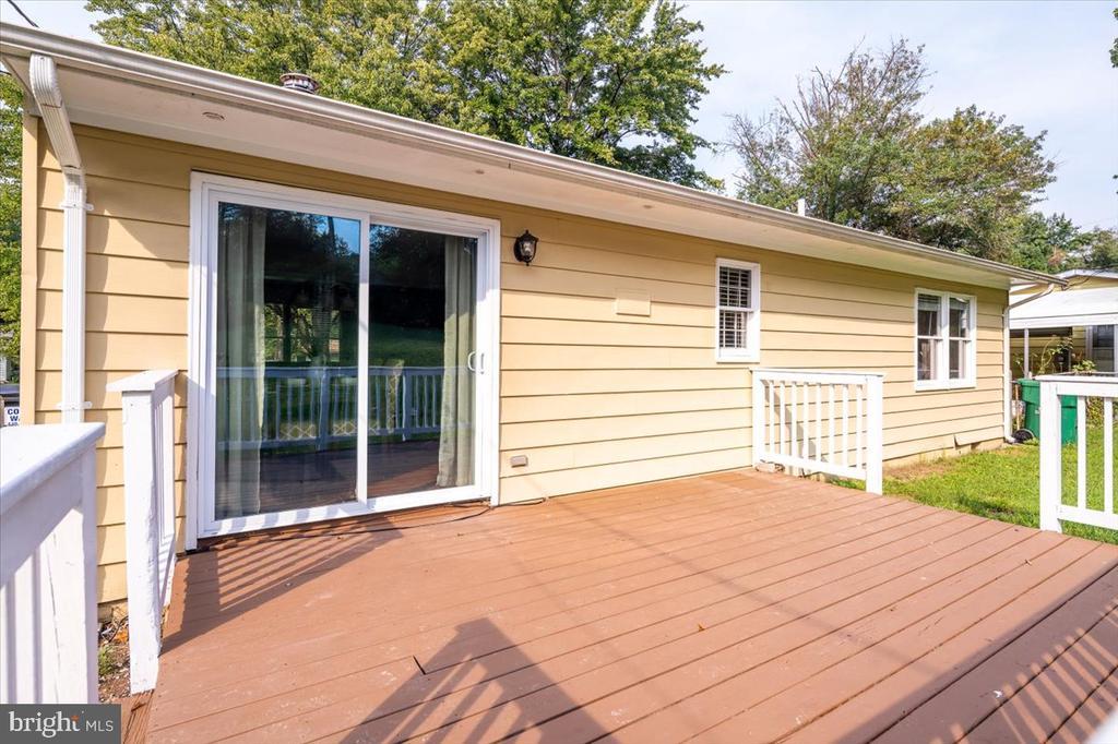 Great outdoor deck space! - 1422 ELIZABETH DR, FREDERICKSBURG