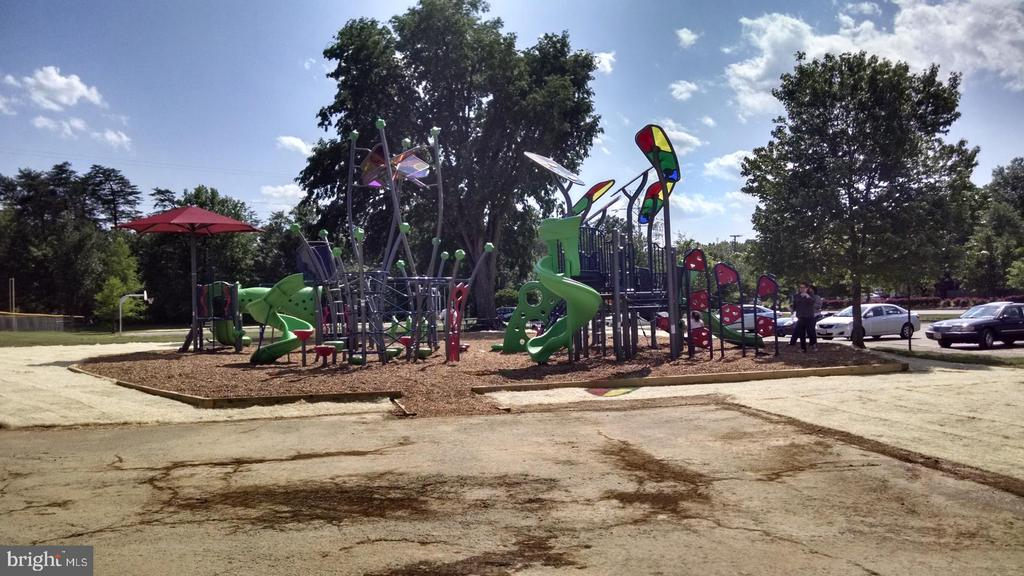 Nearby Haley Smith park with large play area - 505 ASPEN DR, HERNDON