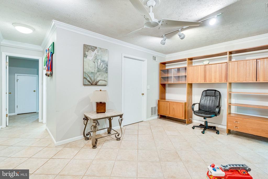 Lower level family room - 3620 BUCKEYE CT, FAIRFAX