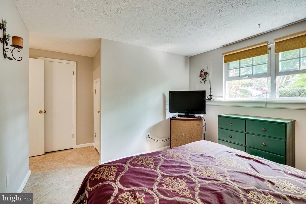 Lower level bedroom - 3620 BUCKEYE CT, FAIRFAX