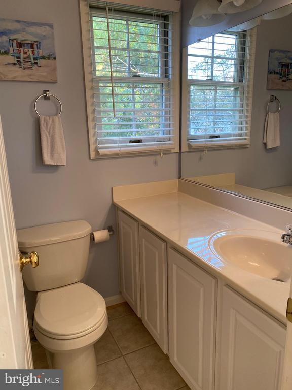 Bedroom #2 bath -  Ceramic floor and tub surround - 112 WESTWICK CT #6, STERLING