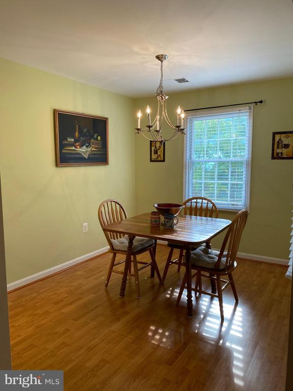 Dining with nice light from 2 windows - 112 WESTWICK CT #6, STERLING