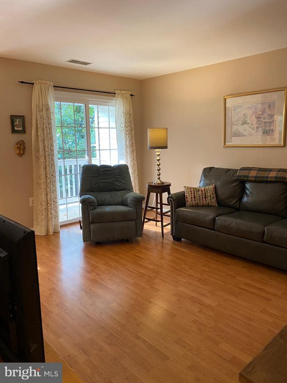 Living area leads to private balcony & tree view - 112 WESTWICK CT #6, STERLING
