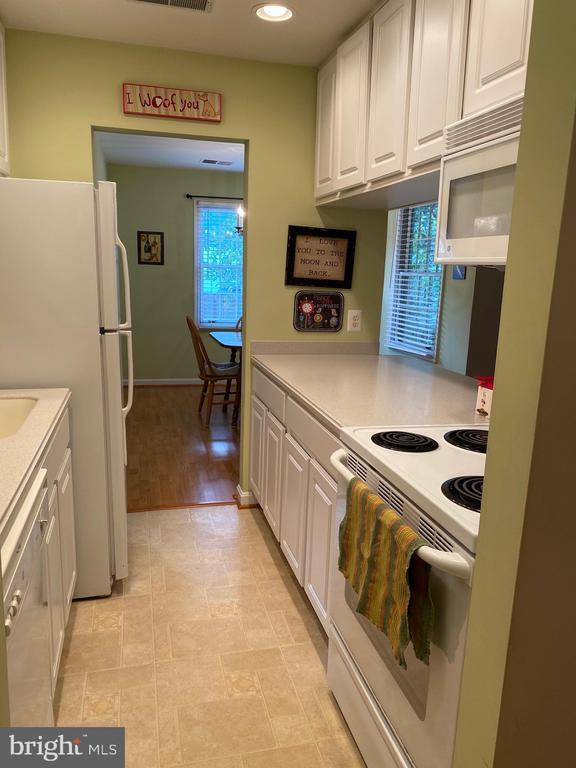 Galley Kitchen - 112 WESTWICK CT #6, STERLING