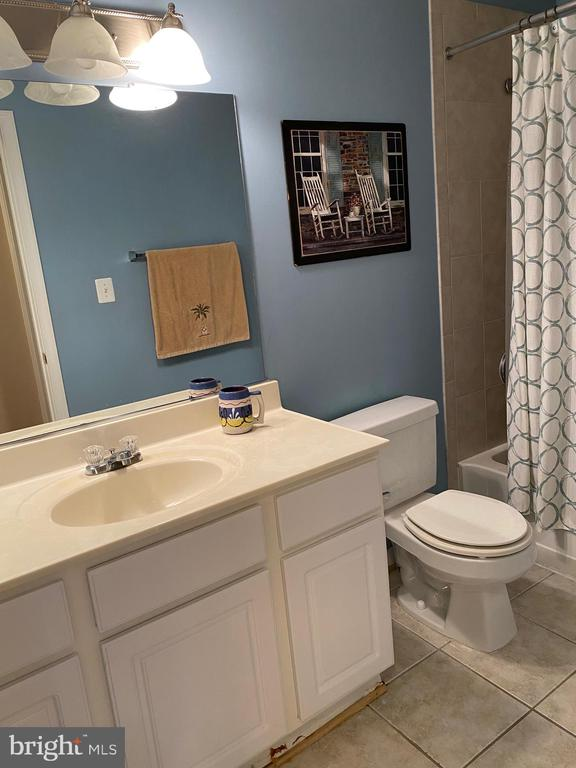 Bath #1 with tiled floor and tiled surround tub - 112 WESTWICK CT #6, STERLING