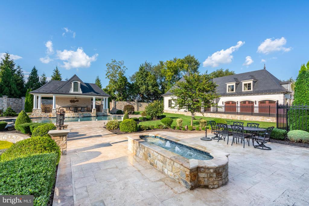 Expansive Patio off Kitchen with Charming Fountain - 40483 GRENATA PRESERVE PL, LEESBURG