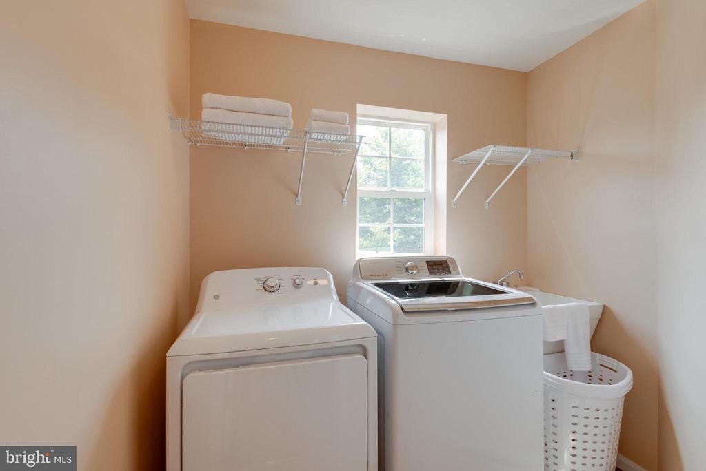 Upper Level Laundry - 42972 THORNBLADE CIR, BROADLANDS