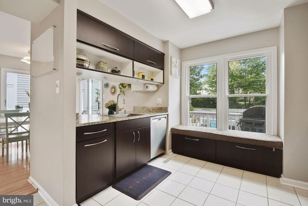 Kitchen - Picture Window & Reading/Storage Nook! - 8423 HOLLIS LN, VIENNA